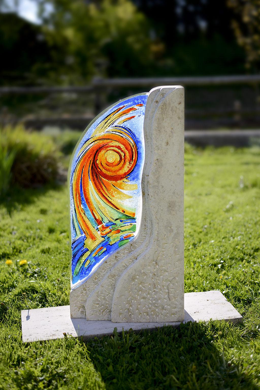 Sonnenstrahlen Auftragsarbeit Außenbereich Glasmalerei Grabgestaltung Innen und Außen Privatkunden Schöne Grabsteine mit Glas